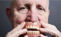 老人戴全口義齒經常出現噁心,有解決辦法嗎?